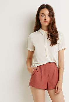 Textured Pleat-Front Shorts | Forever 21 - 2000183841