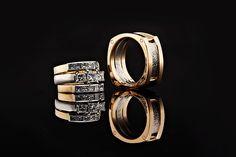 Uniikit morsiamen ja sulhasen kihla- ja vihkisormukset E. Lindroos. Design Olli Lindroos.   Keskellä valkokultaiset kihlasormukset, jotka kasvavat vihkisormuksiksi keltakultaisin syleilijöin! Urbaanit selkeät muodot: naisella naiselliset ja miehellä maskuliiniset muodot. Sulhasen sormuksessa osat on yhditetty kultaisin niitein. Morsiamen sormukset timantit princess cut, 18k valko- ja keltakultaa. Timantit yhteensä 2,00ct. via Häät.fi http://www.lindrooshelsinki.fi/fi/etusivu.html