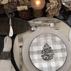 Mesas decoradas para o Natal. Veja: http://www.casadevalentina.com.br/blog/detalhes/mesas-decoradas-de-natal-3035 #decor #decoracao #interior #design #casa #home #house #idea #ideia #detalhes #details #style #estilo #casadevalentina #christmas #natal #tableware