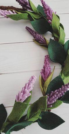 Fake Flowers, Diy Flowers, Artificial Flowers, Fabric Flowers, Felt Diy, Felt Crafts, Diy Arts And Crafts, Felt Flower Wreaths, Flower Garlands