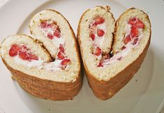 Biskuitrolle mit Erdbeeren, ein sehr schönes Rezept aus der Kategorie Kuchen. Bewertungen: 11. Durchschnitt: Ø 4,1.