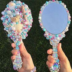 Espelho colorido maravilhoso feito com conchas para sereias.