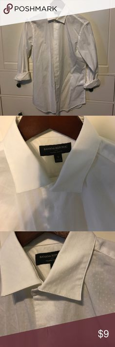 Banana Republic small button down shirt Banana Republic small button down shirt for the yacht, dress, casual, it has small pattern, and can also be worn without undershirt as its thin enough for summer wear Banana Republic Shirts Casual Button Down Shirts