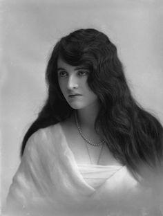 saisonciel:  Doddy Durand by Bassano, 1914