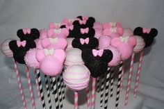I want to learn how to make cake pops so bad! They taste so good and Starbucks charges too much for them :(