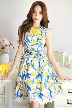StyleOnme_Tulip Patterned Lace Hem Sleeveless Dress #flared #lace #tulip…