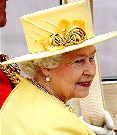 A friendly yellow hat / #fashion