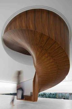 Unbelievable attention to detail. The helical spiral, the fact it is 'floating' Each panel a consecutive cut from the original timber. The grain pattern altering fractionally at every few degrees of turn. This is a work of art.