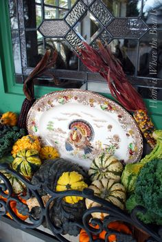 Decorate your potting she in all seasons. Free Range turkey roosting with gourds and Indian corn in window box~ Thanksgiving Platter, Vintage Thanksgiving, Thanksgiving Tablescapes, Thanksgiving Decorations, Table Decorations, Thanksgiving Turkey, Happy Thanksgiving, Centerpieces, Winter Decorations