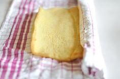 Biskuitrolle mit Heidelbeer-Quark-Füllung