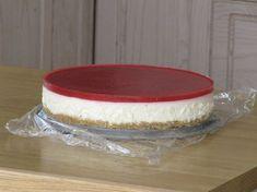 Juustokakku(valkosuklaa-mansikka) #juustokakku #mansikka #valkosuklaa Pie Dish, Dishes, Food, Cakes, Cake Makers, Tablewares, Essen, Kuchen, Cake