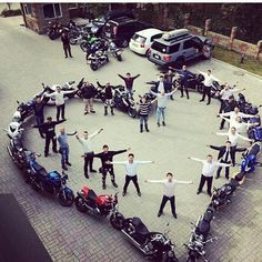 Harley Davidson photos are offered on our site. Take a look and you wont be sorry you did. Bike Wedding, Wedding Pics, Dream Wedding, Biker Wedding Theme, Guitar Wedding, Wedding Ideas, Motorcycle Couple, Motorcycle Wedding Pictures, Motorcycle Gloves