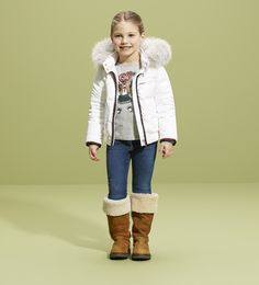 Gucci white coat and boots, cold!!