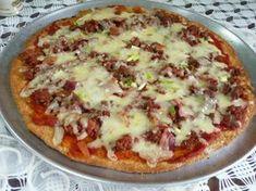 Receita de pizza low carb do Diet Doctor que traduzimos ao português. A massa é feita apenas com ovos e queijo ralado. Qualquer um consegue fazer ;)