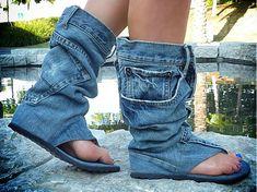 Stivali-infradito realizzati con vecchi jeans