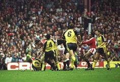 Retro Football: The First Manchester United vs Arsenal 'Battle Of Old Trafford', 1990 (Video)