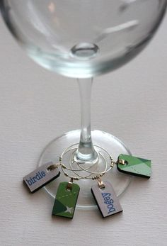 golf wine charm set Just realized I could diy these with shrinks dinks for my gma Girls Golf, Ladies Golf, Women Golf, Gifts For Golfers, Golf Gifts, Golf Day, Let's Golf, Golf Cart Accessories, Custom Charms