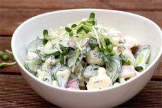 Letnia sałatka z majonezem z kalafiora i ogórków małosolnych - jak zrobić? Przepisy na WINIARY