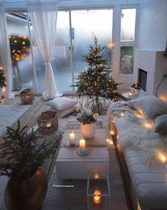 visit our website for the latest home decor trends . Living Room Decor, Bedroom Decor, Photo Deco, Home Decoracion, Budget Home Decorating, Cozy Room, Decoration Design, Christmas Aesthetic, Christmas Decorations