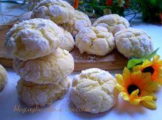 Belli,buoni,morbidi,profumati e limonosi....che dire di piu...sono veramente deliziosi..i biscotti che stanno facendo impazzire il web!!!