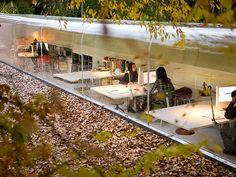 La firma de arquitectura española SelgasCano ha diseñado su propia oficina, ¡en medio del bosque! La oficina tiene un mecanismo de poleas en...