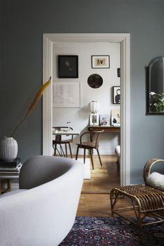 color story: gray days. House Paint Interior, Gray Interior, Decor Interior Design, Interior Color Schemes, Colour Schemes, Grey Colour Wallpaper, Architecture Design, Touch Of Gray, Piece A Vivre