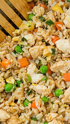 Chicken Fried Rice- seem the same as Mauritian Fried Rice Rice Dishes, Pasta Dishes, Main Dishes, Asian Recipes, Healthy Recipes, Asian Foods, Rice Recipes, Healthy Foods, Vegetable Side Dishes