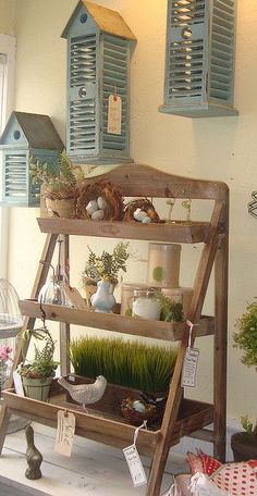 farmhouse fresh display ideas -note the bird houses from shutters Craft Fair Displays, Store Displays, Display Ideas, Market Displays, Booth Ideas, Ladder Shelf Decor, Deco Luminaire, Soap Display, Small Porches