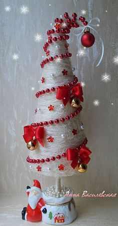Cone Christmas Trees, Gold Christmas Decorations, Christmas Ornament Crafts, Christmas Projects, Christmas Art, Xmas Tree, Handmade Christmas, Holiday Crafts, Christmas Holidays