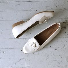 white leather flats / leather tassel loafers / Bone Tassel loafers
