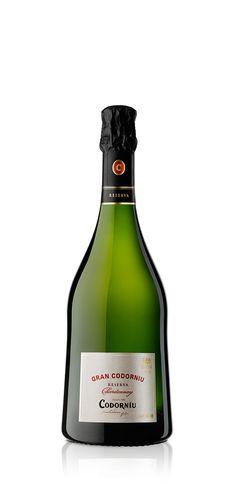 """""""Gran Codorniu és el reflex fidel d'un raïm, un terrer i una anyada."""" Bruno Colomer, Enólogo. La mejor expresión de la uva Chardonnay de nuestros viñedos más antiguos. Las notas a fruta destacan en este cava. Su magnífica estructura tiene su origen en la fermentación en contacto con roble de parte de sus vinos base y en el envejecimiento durante más de 15 meses."""