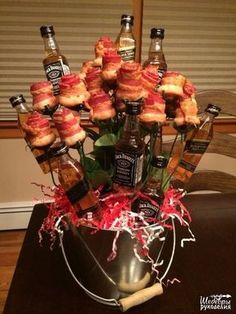 Booze & Bacon- bacon roses with jack Daniels and Johnny Black garnish! Booze & Bacon- bacon roses with jack Daniels and Johnny Black garnish! Valentines Day Gifts For Him Marriage, Bday Gifts For Him, Unique Birthday Gifts, Valentines Diy, Valentine Day Gifts, Valentine Baskets, Saint Valentine, Bacon Bouquet, Food Bouquet