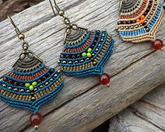 Handcrafted macrame jewelry by NoTailCatJewellery on Etsy Macrame Thread, Micro Macrame, Macrame Jewelry, Peacock Earrings, Beaded Necklace, Beaded Bracelets, Boho Stil, Silver Beads, Seed Beads