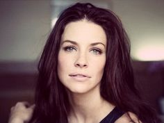 Evangeline Lilly - Who only agreed to be in The Hobbit: Desolation of Smaug if they made her more than just a love interest. Divas, Nicole Evangeline Lilly, Saga, O Hobbit, Canadian Actresses, Flawless Beauty, Kate Winslet, Kate Beckinsale, Lost