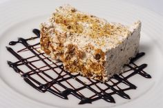 Today our pastry chef invites you to taste a dessert both creamy and crunchy: almonds parfait. It's a delight! Krispie Treats, Rice Krispies, Pastry Chef, Food Menu, Almonds, Parfait, Invites, Dishes, Desserts