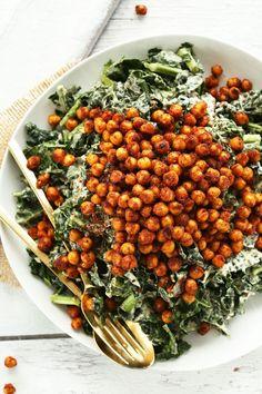 Salad with Crispy Chickpeas AMAZING Garlicky Kale Salad with Tandoori Spiced Chickpeas! 30 minutes and SO delicious!AMAZING Garlicky Kale Salad with Tandoori Spiced Chickpeas! 30 minutes and SO delicious! Healthy Salads, Healthy Eating, Healthy Recipes, Kale Salads, Big Salads, Kale Salad Recipes, Lunch Recipes, Recipes With Kale, Ham Recipes