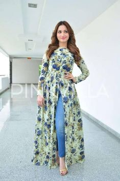 Women in Saree and High heel Sandals Pics n Vids (glamour) Shalwar Kameez, Floral Fashion, Punjabi Suits, Indian Dresses, Beautiful Actresses, Girly, Fashion Tips, Fashion Trends, Gowns