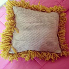 Tejidos a Telar Marie etchevers Punch Needle, Throw Pillows, Embroidery, Sewing, Bed, Felt Art, Embroidered Cushions, Table Toppers, Toss Pillows