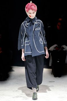 Comme des Garçons Fall 2009 Ready-to-Wear Fashion Show - Melodie Dagault