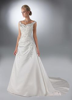 This is what I want my wedding dress to look like! So pretty!
