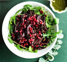 punajuuri-granaattiomena-linssisalaatti Food Goals, Beetroot, Seaweed Salad, Cabbage, Food And Drink, Vegetables, Ethnic Recipes, Cabbages, Vegetable Recipes