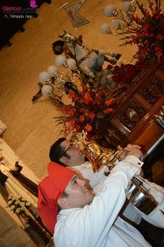 En la calurosa noche de este 23 de Julio la procesión de Santiago era portada por la cuadrilla de santeros de Jesús Cobos Juarez. La salida procesional se producia sobre las nueve de la noche, tras la misa celebrada en honor a Santiago en su templo. Familiares, amigos y...