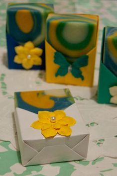 Easy soap packaging tutorial that will add that extra bit of wonderful to your handmade soaps.