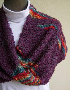 moebius corto en bouclé de lana, tejido con técnica de tapiz