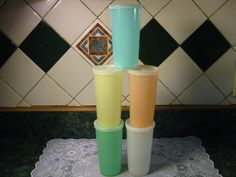 vintage tupperware tumblers WITH lids! Linda Bauwin - CARD-iologist Helping you create cards from the heart. Tupperware Cups, Tupperware Storage, Vintage Tupperware, Yellow Cups, Garage Sale Finds, Vintage Appliances, Tumblers With Lids, Vintage Kitchen Decor, Oldies But Goodies