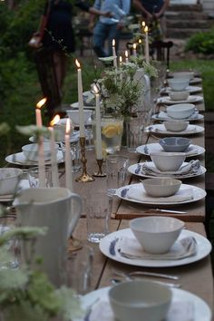 New Garden Party Table Setting Simple Outdoor Dining Ideas Outdoor Dinner Parties, Beautiful Table Settings, Al Fresco Dining, Decoration Table, Outdoor Dining, Wedding Table, Tablescapes, Backyard, Entertaining