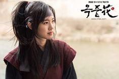 Jin Se Yeon in The Flower in Prison