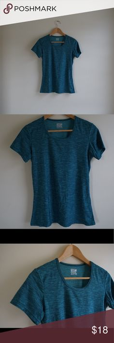 32 Degrees Cool Teal Stretch Top Tee Athletic M Pretty basic and essential piece. This 32 degrees tee will make you melt ☺️ 32 Degrees Tops Tees - Short Sleeve