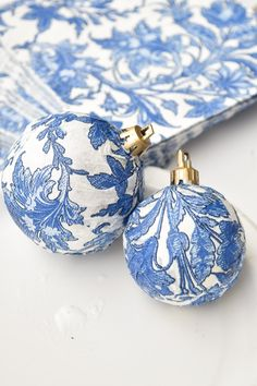 DIY Dollar Store Blue & White Chinoiserie Ornaments DIY Chinoiserie Blue & White Ornaments Using Dollar Tree Supplies and Napkin! A quick, easy, budget friendly holiday and Christmas decor craft. Dollar Tree Christmas, Christmas Ornament Crafts, Christmas Projects, Holiday Crafts, Christmas Decorations, Felt Christmas, White Christmas, Homemade Decorations, Blue Christmas Decor