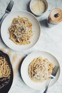 vegan carbonara (made with zucchini cream sauce) | RECIPE on hotforfoodblog.com